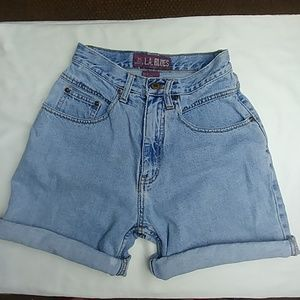 Vtg. Small waist, curvy Mom jean shorts, cotton.